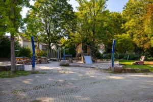 Überblick über den Spielplatz im Schulhof des Kurpfalz-Gymnasiums