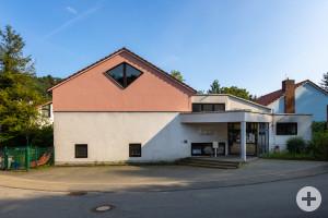 """Außenansicht des Kinderhauses """"Räuberhöhle"""" in Altenbach"""